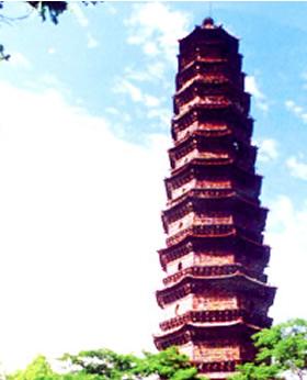 开封/开封铁塔是中原文化中一颗璀璨夺目的明珠,如擎天玉柱耸立在...